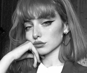 make up, اقتباسات عبارات تركيه, and شعر اظافر مجوهرات image