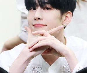 x1 and seungwoo image
