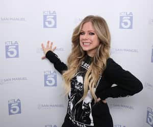 Avril Lavigne, head above water, and belleza image