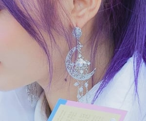 beauty mark, details, and earing image