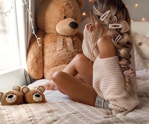 beige, Chambre, and peluche image