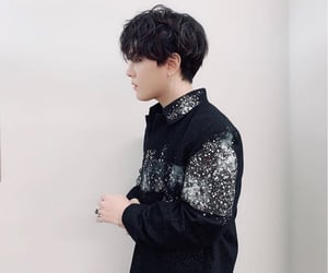 accesories, vocalist, and donghyuk image