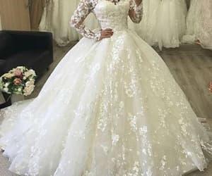 lace wedding dress, vestido de novia, and wedding ball gown image