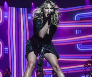 Taylor Swift, concert, and lover image