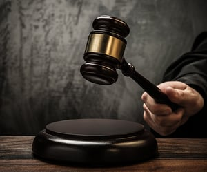 court reporting, stenographer in court, and hire court reporter image