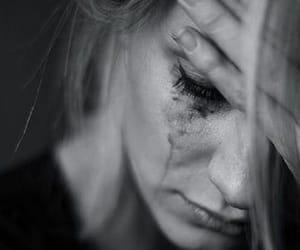 triste and larmes image