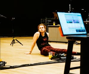 studio, luke hemmings, and five seconds of summer image