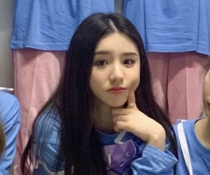 lq, heejin, and 1 3 image