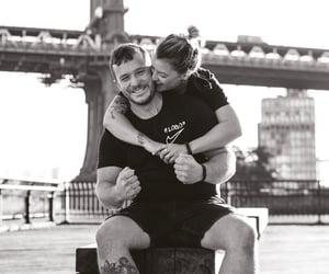 couple couples, بوسة بوس قبلة قبلات, and حب عشق غرام image