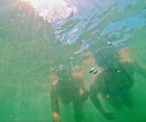 bajo el agua, girl, and venezuela image
