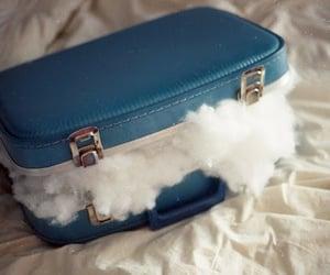 nubes, maleta, and algodon image