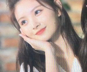 chinese girl, everglow, and wang yiren image