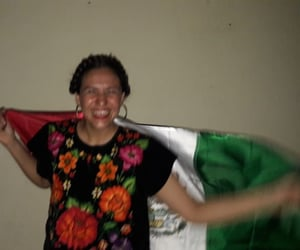 latoya, sonrisa, and bandera image