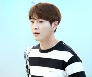 handsome, korea, and Onew image