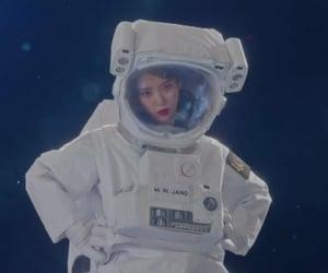 astronaut, de, and jieun image