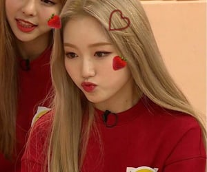 chaewon, loona, and gowon image