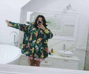 aesthetic, short hair, and bathroom image