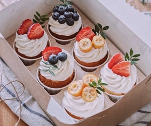 cupcakes, dessert, and desserts image
