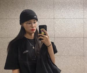 kang kyungwon, yuha, and pristin image