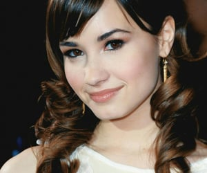 celebrity, hair style, and demi lovato image