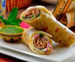 food, chicken kabab roll, and tasty image