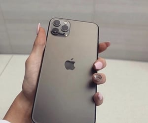 iphone and iphone 11 image