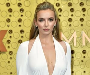 fashion, red carpet, and jodie comer image