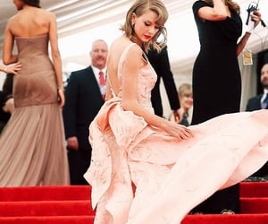 red carpet, met gala, and Taylor Swift image