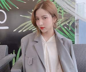 yewon, eunha, and gfriend image