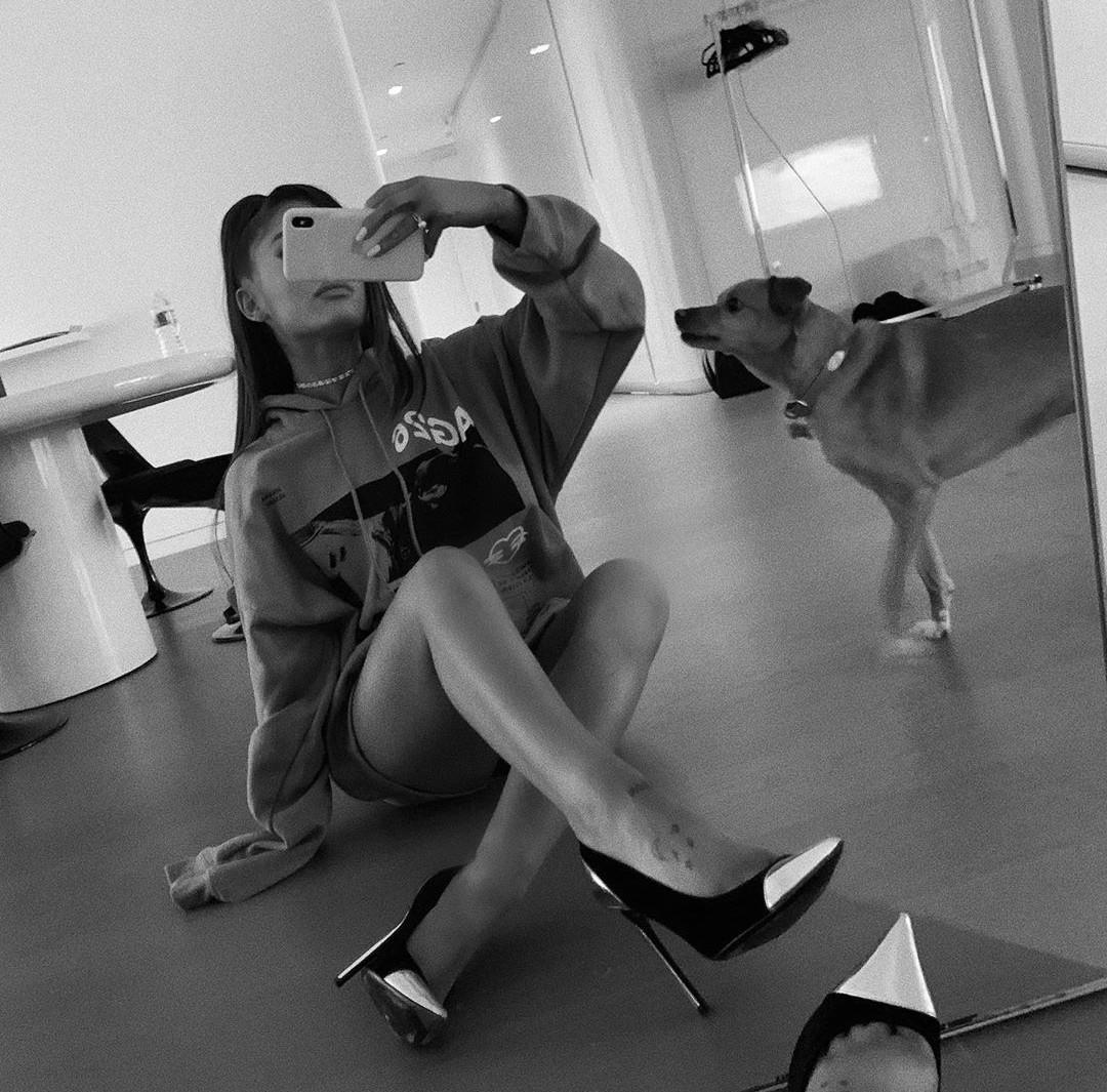 Ariana grande legs