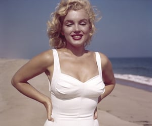 Marilyn Monroe, vintage, and beach image
