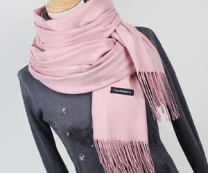 scarfs, scarfstyle, and womenscarf image