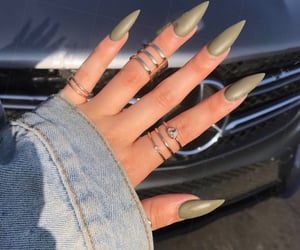 stiletto nails&rings image