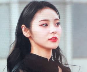 loona, jinsoul, and black hair image