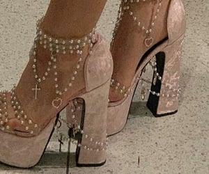 moda, zapatos, and perlas image
