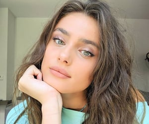 taylor hill and girl image