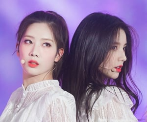 heejin, kim lip, and loona image