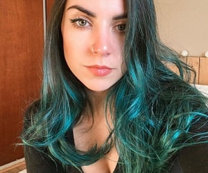 cabelo, colored hair, and green image