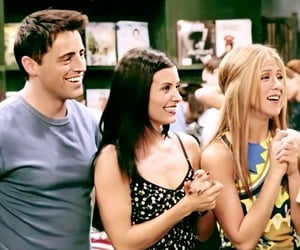Courteney Cox, friends, and famous image