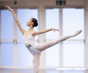 arabesque, class, and ballerina image