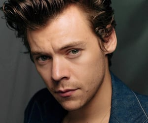 Harry Styles, lights up, and hs2 image
