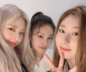 yuna, itzy, and chaeryeong image