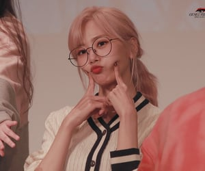 blonde, glasses, and siyeon image