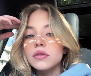 icon and sydney sweeney image