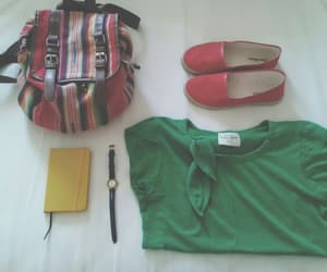 roupa, sapato, and mochilas image