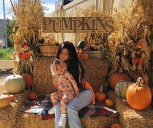 kylie jenner, fashion, and pumpkin image