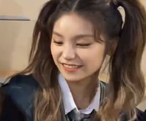 lq, low quality, and itzy image