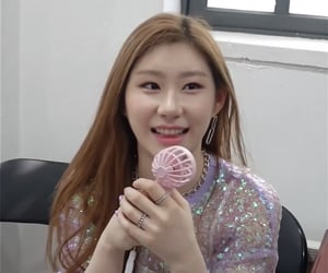 itzy, lq icon, and chaeryeong image