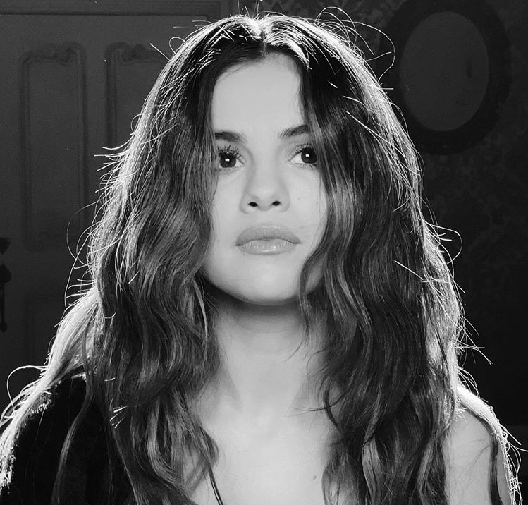 selena gomez, lose you to love me, and singer image