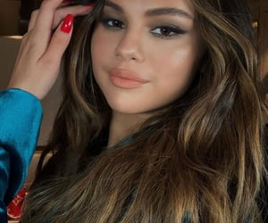 selena gomez, makeup, and celebrity image
